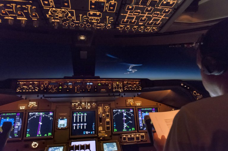 Unannounced missile launch seen from 747 cockpit – the pics