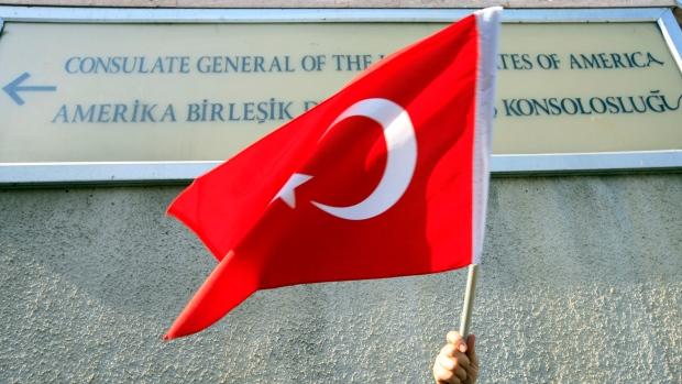 Turkey suspends US Visas