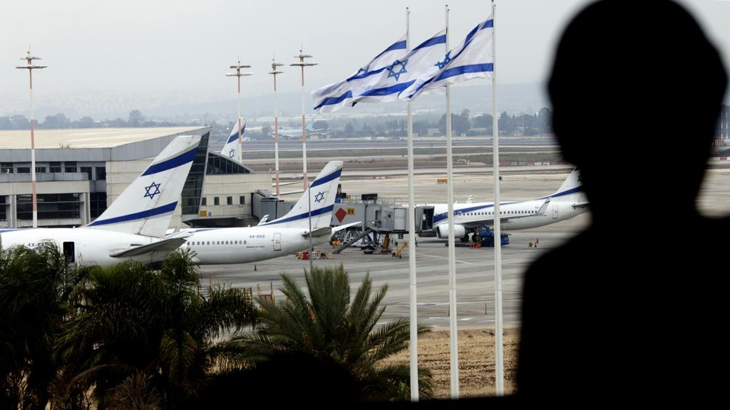 Tel Aviv Airport closes as a precaution against attack