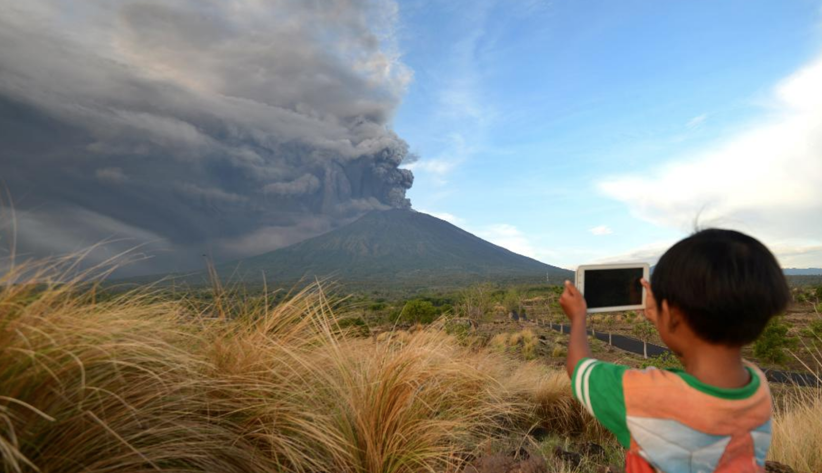 Ongoing Bali volcanic threat – update